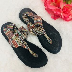 Sanuk ethnic print yoga sandals 9